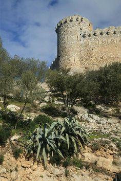 Los piratas en Mallorca excursión en familia por castillos medievales #viajes #excursionesconniños http://charhadas.com/ideas/34098-los-piratas-en-mallorca