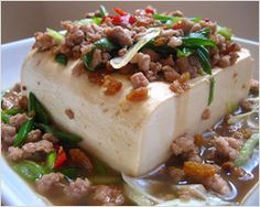 Steamed Tofu with Ground Pork 1 cube of silken tofu 1/4 lb of ground pork 2 tablespoons of dried shrimps 2 stalks of scallions (diagonal cuts) 1 red chili (diagonal cuts) 1 teaspoon of oyster sauce 2 teaspoons of soy sauce 1/2 cup of water Salt to taste Sugar to taste A few drops of sesame oil White pepper powder to taste