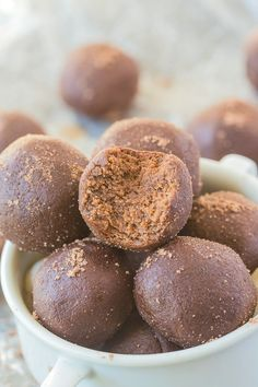 No Bake Peppermint Mocha Bites (Paleo, Vegan, Gluten Free)- Soft, doughy bites which are a delicious snack recipe which takes just five minutes!