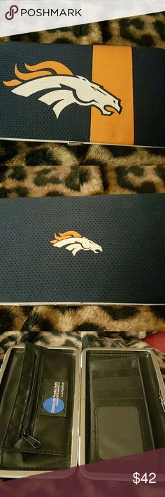 DENVER BRONCOS WALLET BRAND NEW DENVER BRONCOS WALLET IN GOOD CONDITION BOUGHT BUT NEVER USED NOT ENOUGH TO HOLD MY CARDS CAN HOLD CASH AND CHANGE  GREAT FOR THAT BRONCO FAN DENVER BRONCOS NFL  Bags Wallets