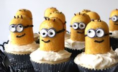 Super cute Minion cupcakes :) Twinkie heads, sprinkes for the hair, and it looks like frosting or fondent for the eyes, glasses, and smile