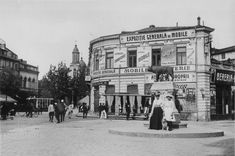 Former Roma Square and the She-Wolf statue, Bucharest 1910 Old Pictures, Old Photos, Little Paris, City People, Bucharest Romania, She Wolf, Old City, Time Travel, Trip Advisor