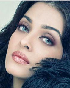 Aishwarya Rai such a beautiful face Most Beautiful Indian Actress, Most Beautiful Women, Beautiful Actresses, Aishwarya Rai Makeup, Aishwarya Rai Bachchan, Stunning Eyes, Pretty Eyes, India Beauty, Woman Face