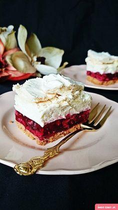 Malinowy pocałunek pod chmurką Polish Desserts, Cookie Desserts, Sweet Desserts, Sweet Recipes, Baking Recipes, Cake Recipes, Dessert Recipes, Summer Cakes, Icebox Cake