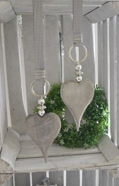 Fensterdeko Holzherz mit Perlen in silber Window decoration wooden heart with pearls in silver Diy Furniture Tv Stand, Diy Furniture Couch, Easy Christmas Crafts, Simple Christmas, Arts And Crafts, Diy Crafts, Diy Curtains, Valentines Day Decorations, Wooden Hearts
