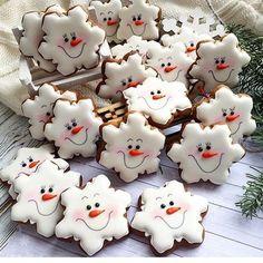 DIY Ideas of Simple Christmas Cookies; Christmas Craf… DIY Ideas of Simple Christmas Cookies; Christmas Biscuits, Christmas Sugar Cookies, Christmas Sweets, Christmas Cooking, Noel Christmas, Holiday Cookies, Gingerbread Cookies, Christmas Crafts, Snowflake Cookies