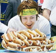is this a sport? Hot Dog Buns, Hot Dogs, Party Guests, Athletes, Sausage, Smile, Dinner, Brown, Sports