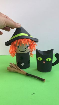 How cute is this little Witch, Cat and broom tree? Made from TP Rolls and Paper! Will you have a go this Halloween? manualidades infantil Toilet Paper Roll Witch for Preschoolers this Halloween Halloween Arts And Crafts, Halloween Crafts For Toddlers, Halloween Activities, Easy Halloween, Fall Crafts, Diy Crafts For Kids, Holiday Crafts, Halloween Decorations, Paper Halloween
