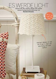 Die Simply Stricken 05/2015 begeistert mit 30 Anleitungen für die Übergangszeit: Ponchos, Jacken, Pullover, Accessoires, Home-Deko und vieles mehr.