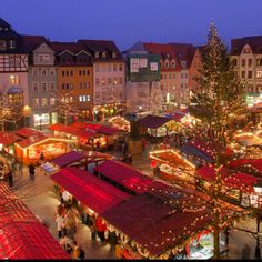 Munich Christmas Market. LOVE the Europe Christmas Markets. I want to go back again!