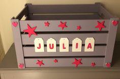 Coffre à jouets en bois personnalisé sur roulettes : Décoration pour enfants par princessegribouille