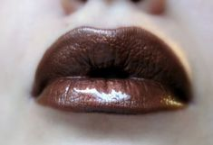 This shimmery brown lip gloss will be a perfect addition to your collection! It offers a perfect coverage, and can be used as a liquid lipstick.