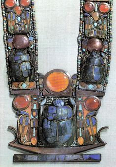 Scarab in Egypt ~ Necklace of Tutankhamun, dynasty, New Kingdom. Ancient Egyptian Jewelry, Egyptian Kings, Egypt Jewelry, Jewelry Art, Silver Jewelry, Art Ancien, Ancient Artifacts, Ancient Civilizations, Ancient History