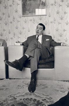 ronnie kray - Google Search Iconic Photos, Rare Photos, The Krays, Haunting Stories, Real Gangster, Al Capone, All I Ever Wanted, Twin Brothers, Vintage