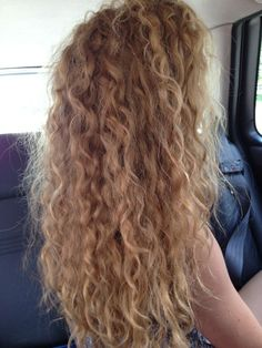 Dream hair Dream hair Sure, the bushy perms of the might be out of vogue, but there are abundanc Curls For Long Hair, Long Curly Hair, Wavy Hair, Her Hair, Curly Hair Styles, Blonde Hair Perm, Blonde Curly Hair Natural, Hair Perms, Face Shape Hairstyles