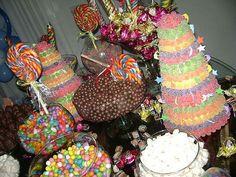 Mesa de dulces Candy Arrangements, Candy Centerpieces, 6th Birthday Girls, 16th Birthday, Birthday Ideas, Candyland, Chocolates, Ideas Aniversario, 2000s Party