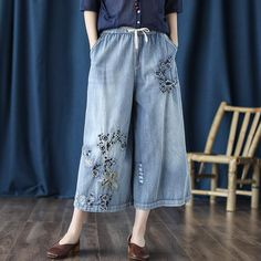 Retro Jeans Embroidered Cropped Wide-Leg Pants Embroidery On Clothes, Vintage Embroidery, Denim Fashion, Fashion Pants, Fashion Women, Fashion Ideas, Loose Pants, Wide Leg Pants, Cropped Jeans