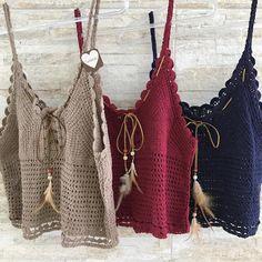 Regatinha Mambooh Disponível em 3 cores •Nude •Marsalla •Navy R$89,99 WhatsAppShop 85 98639.0685 Crochet Summer Tops, Crochet Crop Top, Crochet Blouse, Crochet Shawl, Diy Crochet, Crochet Stitches, Crochet Bikini, Crochet Woman, Crochet Fashion
