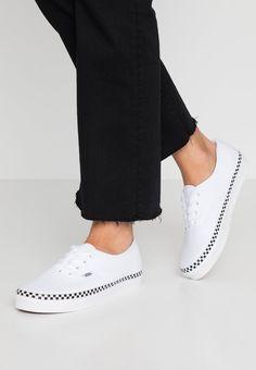 Nike shoes girls by myiee on shoe : inspo | Nike shoes