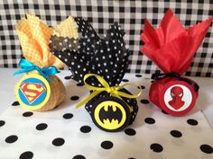 Trouxinha de Bombom Super Heróis Avengers Birthday, Batman Birthday, Superhero Birthday Party, 4th Birthday Parties, Boy Birthday, Superman Party, Superhero Baby Shower, Wonder Woman Party, First Birthdays