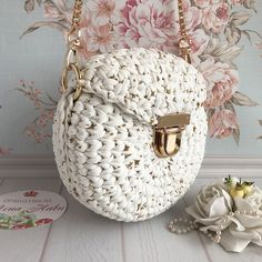Favorite Free and Easy Great Look Crochet Bag Patterns for 2019 - Page 2 of 10 - Beauty Crochet Patterns! - Her Crochet Crotchet Bags, Knitted Bags, Knitting Designs, Knitting Patterns, Crochet Patterns, Crochet Handbags, Crochet Purses, Crochet Gifts, Crochet Yarn