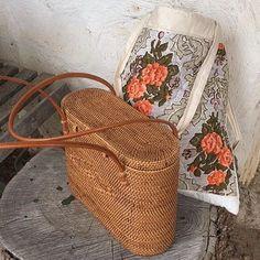 9 Enthusiastic Cool Tips: Wicker Trunk Rattan wicker rattan shabby chic.Old Wicker Furniture. Look Fashion, Fashion Bags, Fashion Ideas, Fashion Beauty, Winter Fashion, Looks Style, My Style, Wicker Furniture, Wicker Dresser