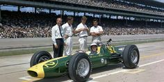 1963 Indianapolis 500 : Jim Clark in Lotus 29 with Colin Chapman and Lotus crew. (ph: © IMS)