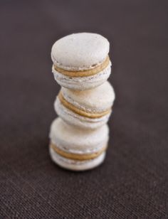 cinnamon macarons-- this site gives really great instructions on how to make perfect macaroons.. will try these when I have the time!