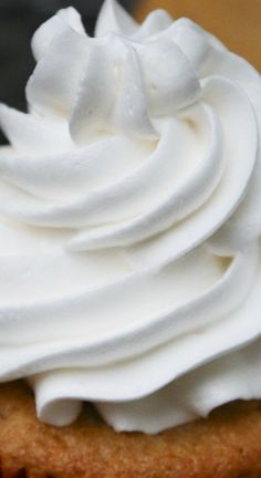 Easy Marshmallow Frosting ~ Amazingly easy and delicious... A Martha Stewart recipe