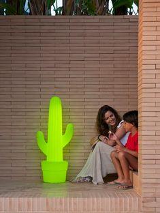 Du möchtest deinen Garten oder die Terrasse beleuchten und deinem eigenen Stil Ausdruck verleihen? Bei uns findest du Dekoleuchte Garten, Dekoleuchte Terrasse, Gartendekoleuchte. In unserem Leuchten Shop findest du eine große Auswahlund kannst deine Traum Dekoleuchten kaufen #traumleuchte #gartendekoleuchte #dekoleuchten Park, Plant Pots, Mexicans, Decorative Lamps, Home And Garden, Cactus, Porches, Parks