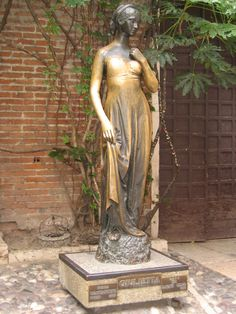 Statue of Juliet in Verona - wanna see this some day. It's good luck to rub her right breast or arm (notice how shiny they are) and then pin your love letters to the wall behind her. Places To Travel, Places To See, Best Places In Italy, Romeo And Juliet, Adventure Is Out There, Tour Guide, Vacation Spots, Vacation Destinations, Travel Around The World