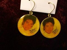 Michael Jackson Thriller Earrings  White Tux Photo - http://www.michael-jackson-memorabilia.com/?p=5923