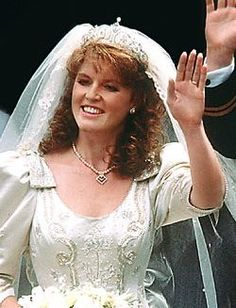 Miss Sarah Ferguson became the Duchess of York when she married Prince Andrew on July 1986 at Westminster Abbey. So pretty this picture for Duchess of York. Royal Wedding Gowns, Royal Weddings, Wedding Dresses, Windsor, Sarah Duchess Of York, Duchess Kate, Sarah Ferguson Wedding Dress, Eugenie Of York, Elisabeth Ii
