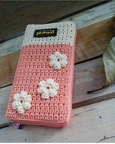 Octopus Crochet Pattern, Crochet Flower Patterns, Crochet Designs, Crochet Handbags, Crochet Purses, Crochet Books, Crochet Gifts, Crochet Ipad Cover, Pochette Portable