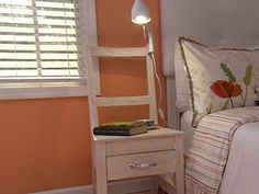 Mesa de noche con silla