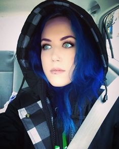 The rockin' Alissa White Gluz: I'm feeling cozy, let's go! Death Metal, Chica Heavy Metal, Heavy Metal Girl, J Makeup, Rock Festival, The Agonist, Ladies Of Metal, Alissa White, Chica Fantasy