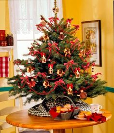 12 easy tabletop christmas trees - Small Christmas Tree Ornaments