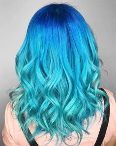 Superb turquoise curls by try our Cyan Sky to get this look! Aqua Hair Color, Turquoise Hair Ombre, Blue Ombre Hair, Teal Hair, Hair Dye Colors, Cool Hair Color, Dip Dye, Henna Designs, Rasta Hair
