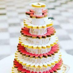 PYRAMIDE DE CALISSONS] Mariage, Anniversaire, Baptême ; réservez votre pyramide de calisson ! www.calisson.com #calisson #gourmandise #yummy #évènement #wedding #weddingday #calissons #confiseur #instafood #pastry #weddingcake #piècemontée #provence #pâtisserie