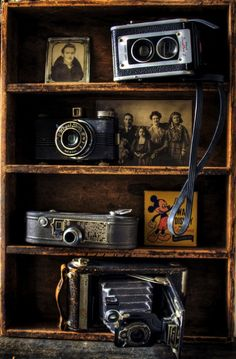 Collection of vintage cameras.