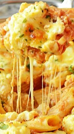 One Pot Baked Ziti with Ricotta - easy cheesy vegetarian pasta casserole made in one pot in 30 minutes! Rock Crock Recipes, Crockpot Recipes, Cooking Recipes, Skillet Recipes, Casserole Recipes, Pasta Recipes, Pasta Casserole, Soup Recipes, Dinner Recipes