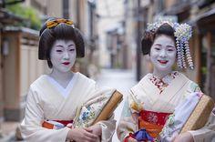 Geiko Fukue and maiko Fukutomo of Miyagawacho