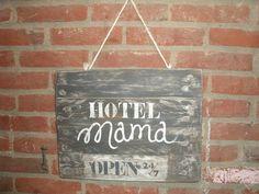 Houten bord HOTEL MAMA - Bee Original, Bee Creative