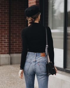 I just love a nice fitted jean with a long black shirt. Simple yet stylish! :)