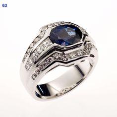"""Ring met natuurlijke """"Paline"""" safier en diamanten in princess slijpsel."""