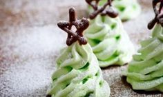 #Recept: Kerstboom Meringues http://ift.tt/2ivmbMm #Gebak-taarten-koekjes-brood