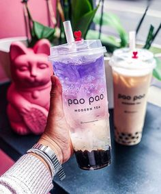 How amazing does this look? Whoever comments the most creative name below we'll send you OFF our shop. 👇😂⠀ ⠀ Btw if you're curious the original drink name is Purple Moon Litchi, time to get creative! Fun Drinks, Yummy Drinks, Yummy Food, Photos Folles, Freelee The Banana Girl, Boba Drink, Bubble Milk Tea, Creative Names, Cute Desserts