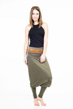 A AM91 laza szoknyás nadrág vagy overál leggings szárral az Art on Me-től  nagyon 87cb07844c