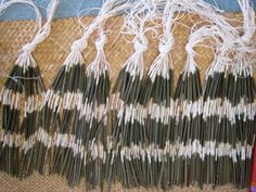 Flax Weaving - Pokinikini for making a Piupiu Flax Weaving, Weaving Art, Weaving Patterns, Basket Weaving, Abstract Sculpture, Wood Sculpture, Bronze Sculpture, Polynesian Dance, Maori Patterns