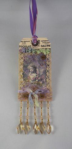 ~ tag ... //  Encontrado en etsy.com Victorian gift tag gypsy ribbon Swarovski crystals vintage lace gift tag beaded…